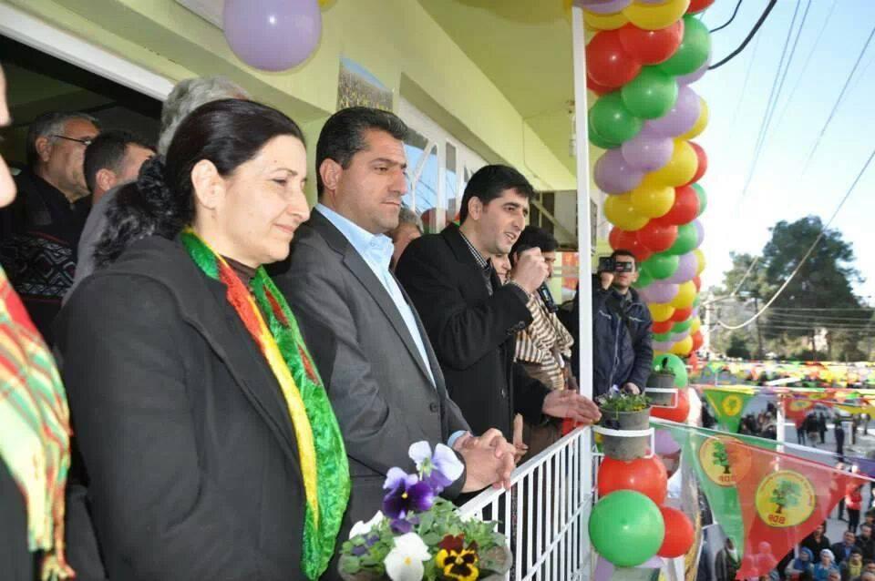 BDP, Kızıltepe'de miting gibi seçim bürosu açtı