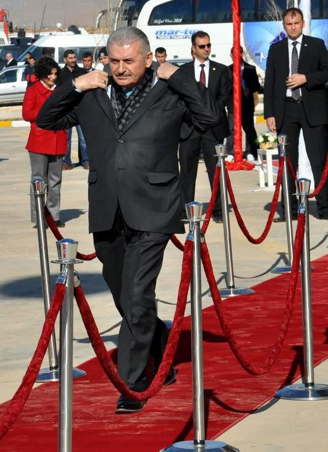 Vali Ayvaz, Bakan'dan Yolların bitirilmesini istedi