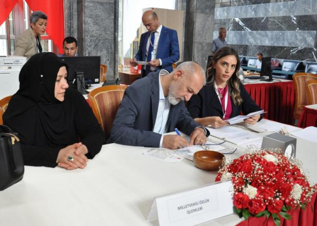 AK Parti Milletvekilleri Mecliste Kayıt Yaptırdı