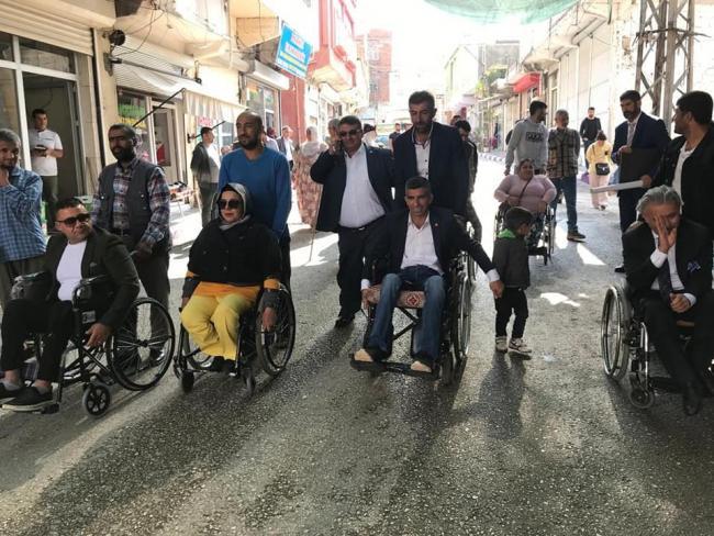İşten çıkarılan Engelli Arkadaşları İçin Yürüdüler