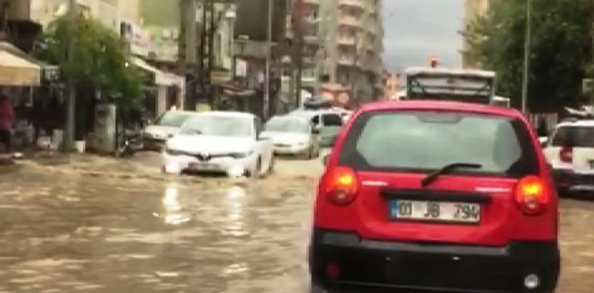 Yollar Gölete Dönüştü, Trafik durma noktasına geldi
