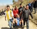 Sporcular 1 kilometre ambulansa taşındı