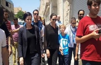 Angelina Jolie'yi Gören Mardinli, Elini Öpüp Başına Koydu