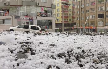 Mardin'de Şiddetli Dolu Yağışı