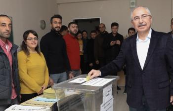 Mardin'de oy kullanma işlemi sürüyor