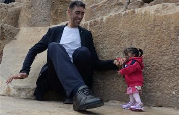 Mardinli dev Sultan dünyanın en kısa kadını ile buluştu