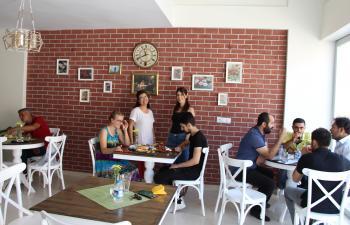 Mektepli iki genç kadından Mardin'e 'organik' turizm hamlesi