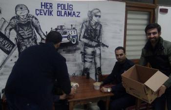 Polislerden Gençlere Çorbalı Destek
