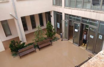 Üniversite kampüsünü su bastı