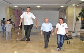 Dünyanın en uzun adamı Sultan Kösen, oy kullanamadı