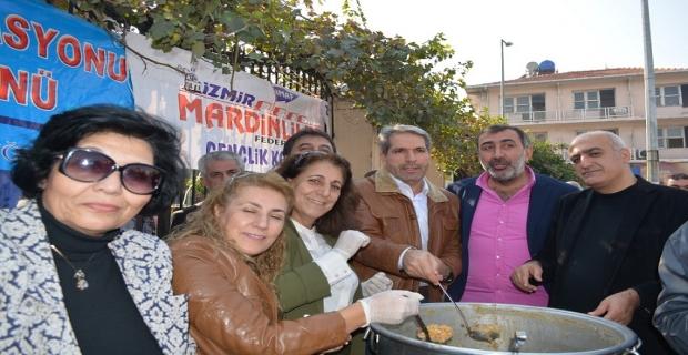 Mardinliler İzmir'de aşure dağıttı