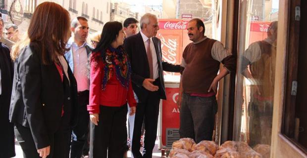Eş Başkan Türk esnafların Newroz Bayramını kutladı