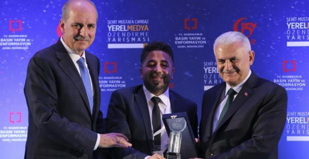 Kadir Üründü, Ödülünü Başbakan'ın elinden aldı
