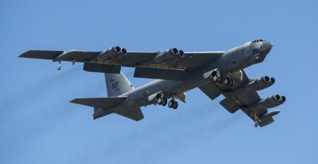 Son dakika... ABD savaş uçaklarından tehlikeli manevra!