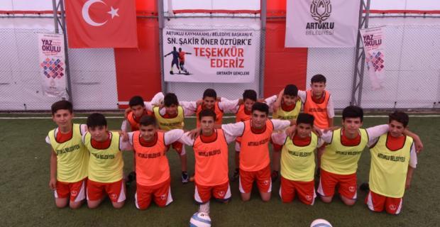 Artuklu Belediyesi'nden Ortaköy'e Spor Kompleksi