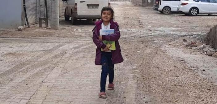Canlı derslere katılmak için her gün 1 kilometre yürüyor