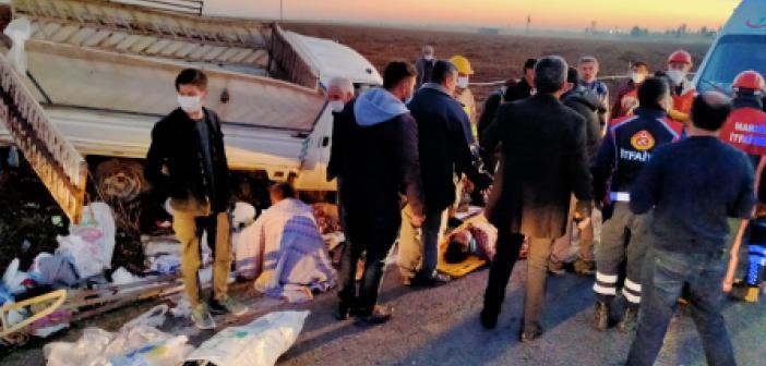 İşçileri taşıyan kamyonet kaza yaptı
