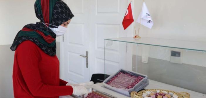 Mülteci olarak geldiği Türkiye'de lokum imalathanesi kurdu