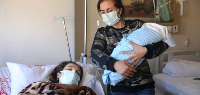 Vefat eden sağlıkçının doğan çocuğuna babasının adı verildi