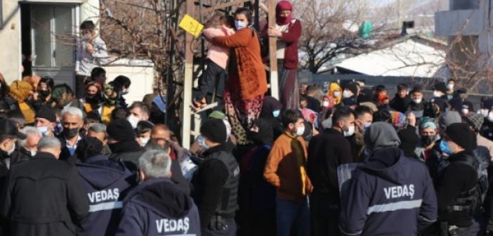 Kaçak elektriği engellemeye çalışan ekiplere müdahale