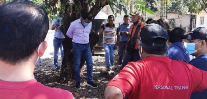 Kaliteli hizmet vermeyen Belediye Başkanı ağaca bağlandı