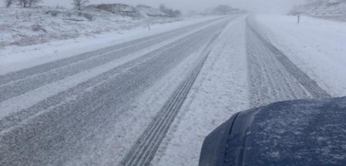 Mardin-Midyat yolunda araçlar karda mahsur kaldı