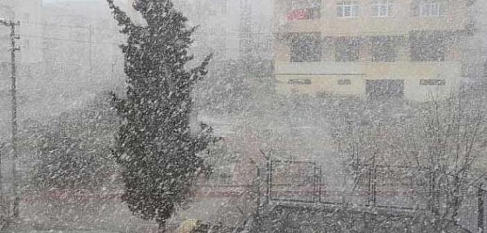 Mardin'de beklenen kar yağışı başladı