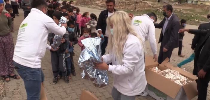 23 Nisan Hediyeleri İle Köylü Çocukların Yüzü Güldü