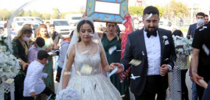 Düğünlerinde Eski Mardin Adetini Yaşattılar