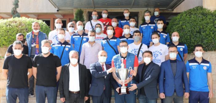 Vali Demirtaş, Şampiyon takımı alkışlarla karşıladı