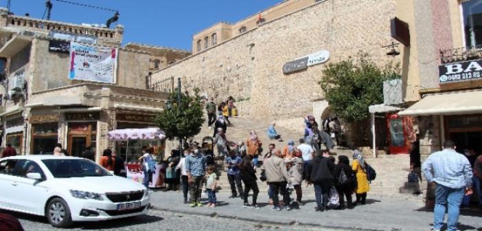 Yasaklar öncesinde Mardin'de Turist Yoğunluğu