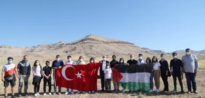 Gençlerden Filistin'e Paraşütlü Destek