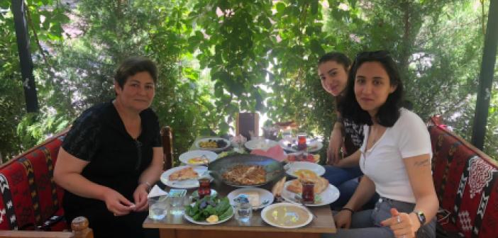 Kebapçı Ustadan Dünya Kahvaltı Günü kutlaması