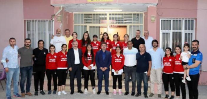 Kızıltepe Kız Hentbol Takımına Final Desteği