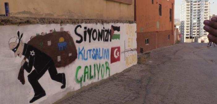 Kudüs'e Destek İçin Evin Dış Duvarına Grafiti Çizdiler
