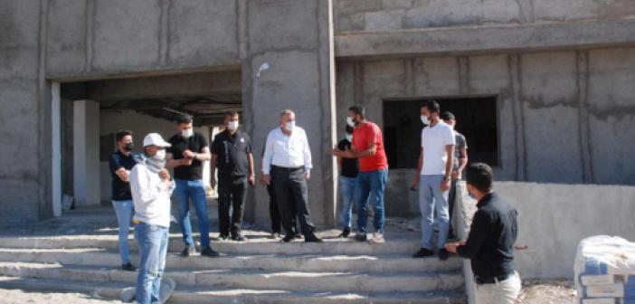 Midyat Belediye Başkanı Şahin devam eden çalışmaları inceledi