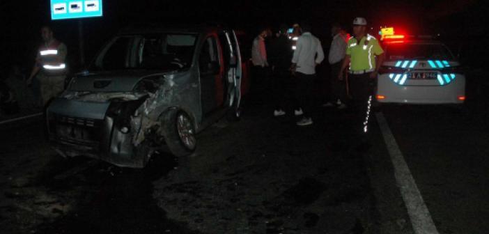 Aynı istikamette seyir halindeki araçlar kaza yaptı: 2 yaralı