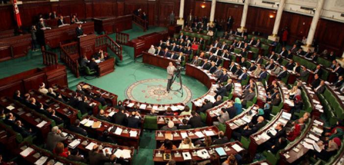 Cumhurbaşkanı, herkesi görevden alarak meclisin tüm yetkilerini dondurdu