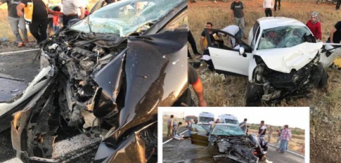 İki araç kafa kafaya çarpıştı 6 yaralı