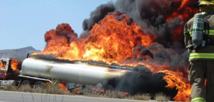 Kenya'da devrilen petrol tankeri alev aldı: 13 ölü
