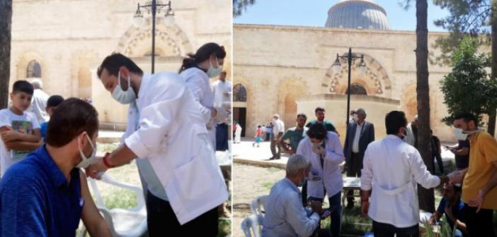 Kızıltepe'de Cemaate Cami Bahçesinde Aşı Yapıldı