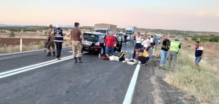 Mardin'de 2 araç kafa kafaya çarpıştı: 6 yaralı