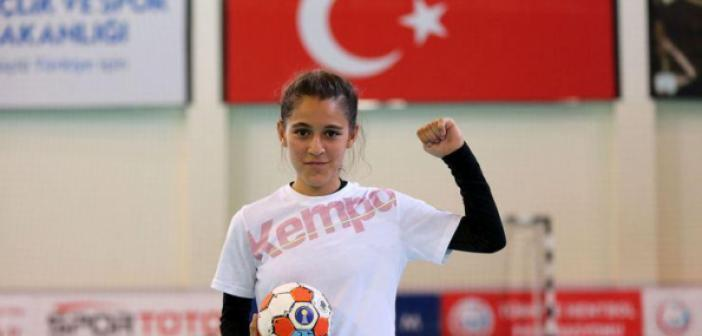 Merve Akpınar'a üç büyüklerden destek paylaşımları yağıyor! Spor kulüplerinden Merve Akpınar'a destek paylaşımı