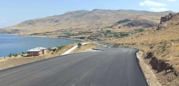Van'da kırsal mahallelerdeki grup yolunda asfalt serimi başladı
