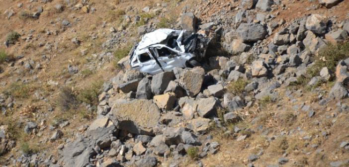 Kahreden kaza: Düğüne giden araç kaza yaptı!
