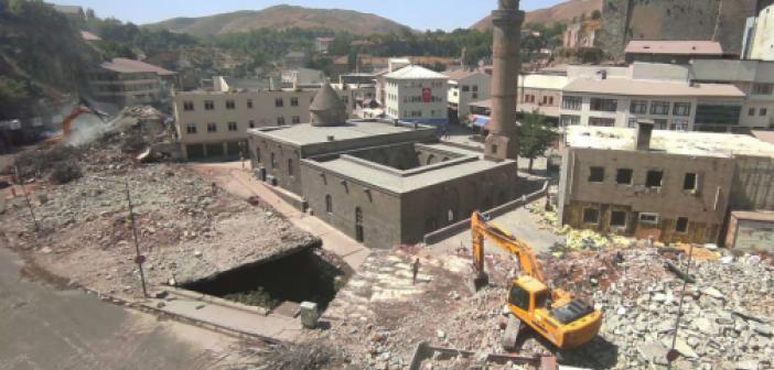 """Bitlis'te """"Dere Üstü Islah Projesi"""" kapsamında yıkımlar sürüyor"""