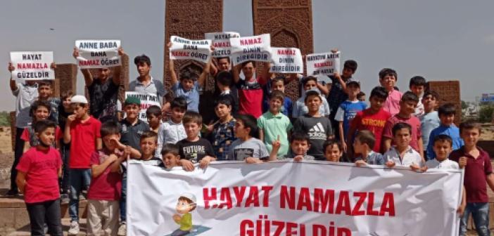 """Bitlis'te """"Hayat Namazla Güzeldir"""" etkinliği kapsamında tarihi yerler gezildi"""