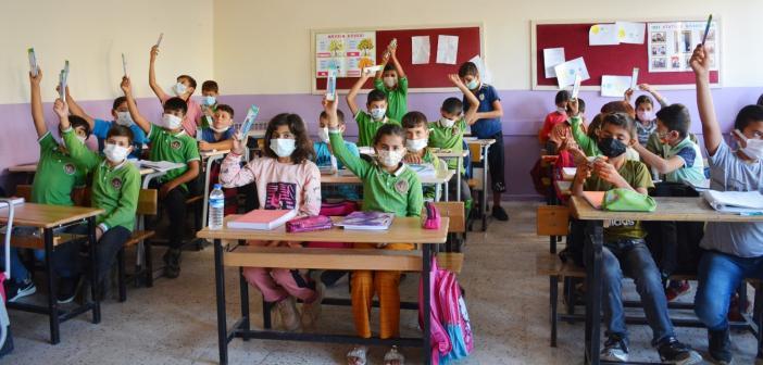 Öğrencilere akıllı kalem seti dağıtıldı