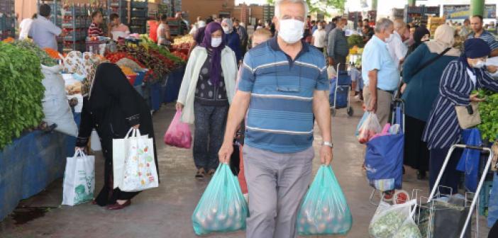 Pazar alışverişine çıkan vatandaş da satış yapamayan esnaf da dertli