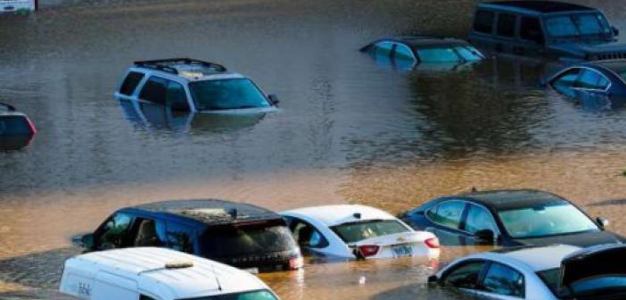 ABD'de etkili olan kasırga ve şiddetli yağışlar büyük hasara yol açtı